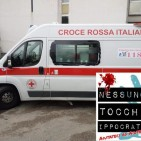 Operatori, folla aggredisce ambulanza
