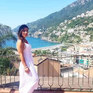 Annalisa Milione Tour Guide in Campania per TiNoleggio.it